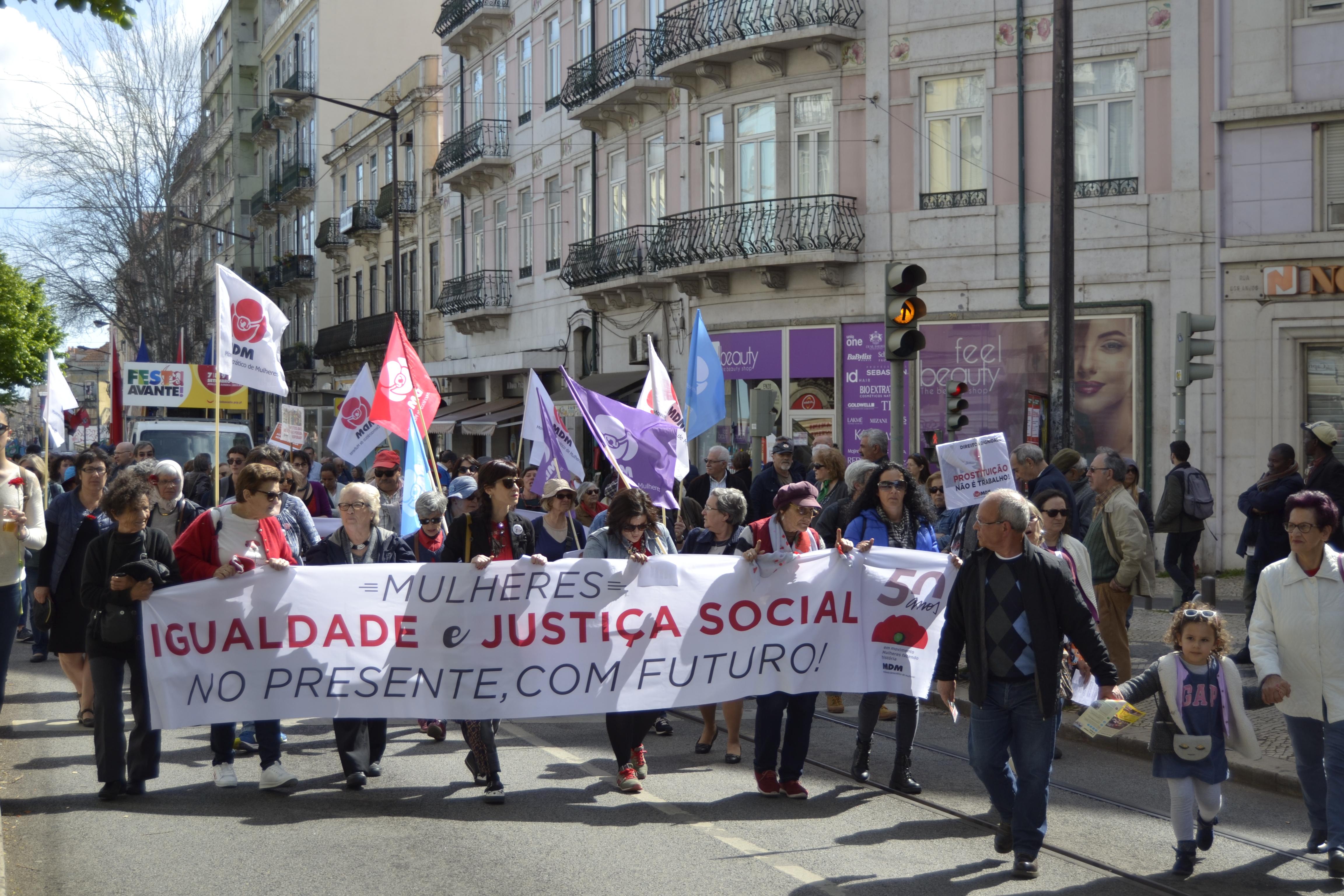 1º Maio celebrado nas ruas