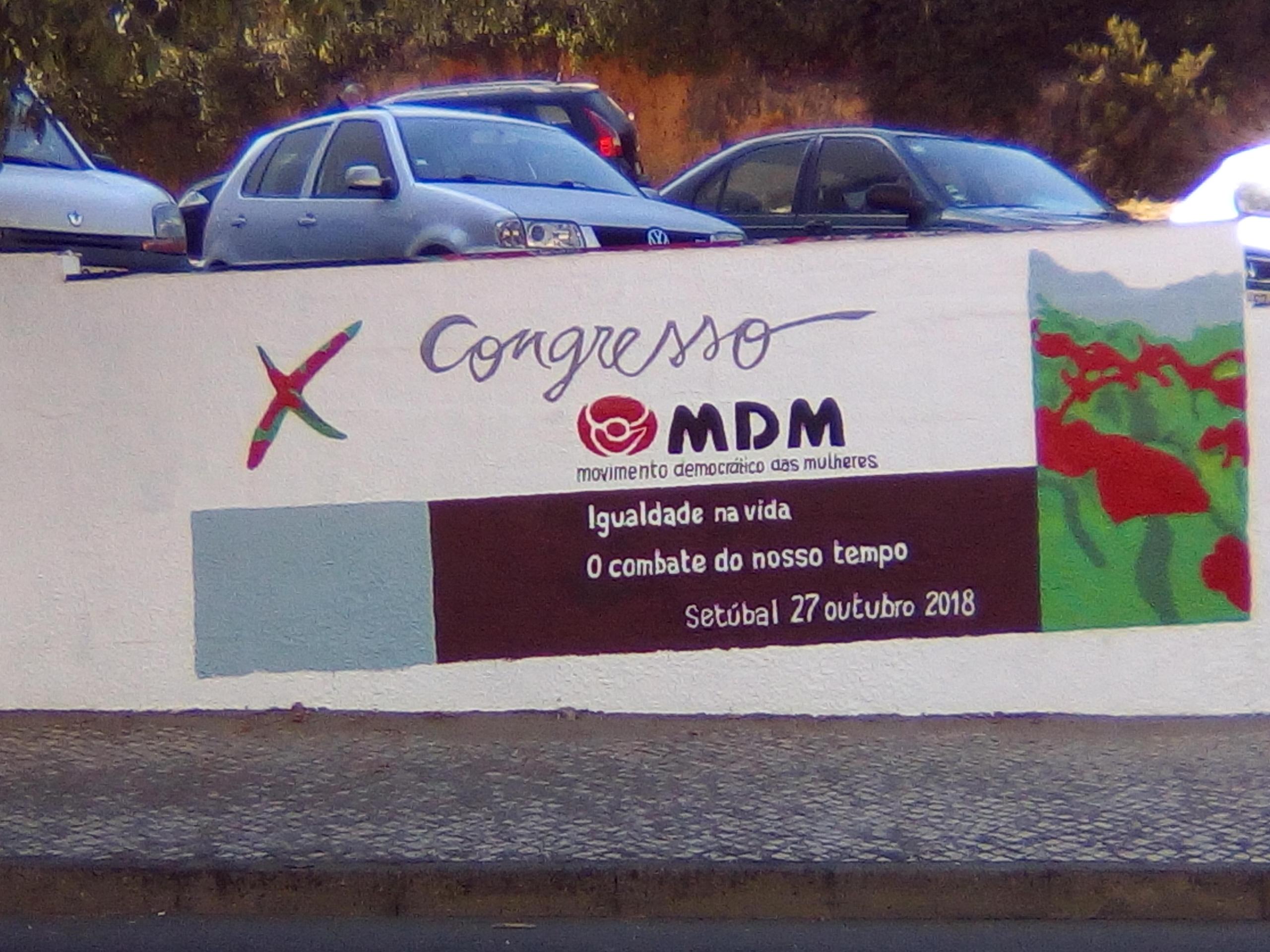 O X Congresso do MDM nas paredes de Almada